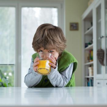 25 - Fotolia_104221214_Child drinking juice - 28.85 x 19.38 @ 300 dpi